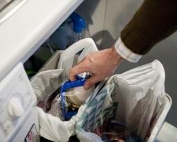 Les valencianes són les dones més conscienciades amb el reciclatge a casa